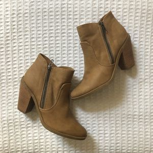 🍁DV8 by Dolce Vita tan faux suede booties 8.5